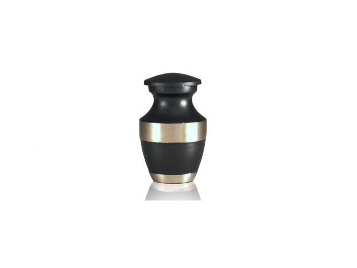 Artisanal keepsake urn