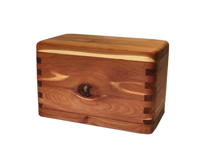 Cedar urn1